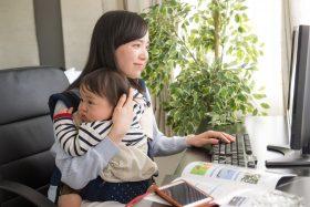 育児をしながら働くフリーランスの女性