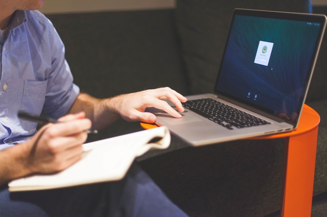 man-notebook-notes-macbook