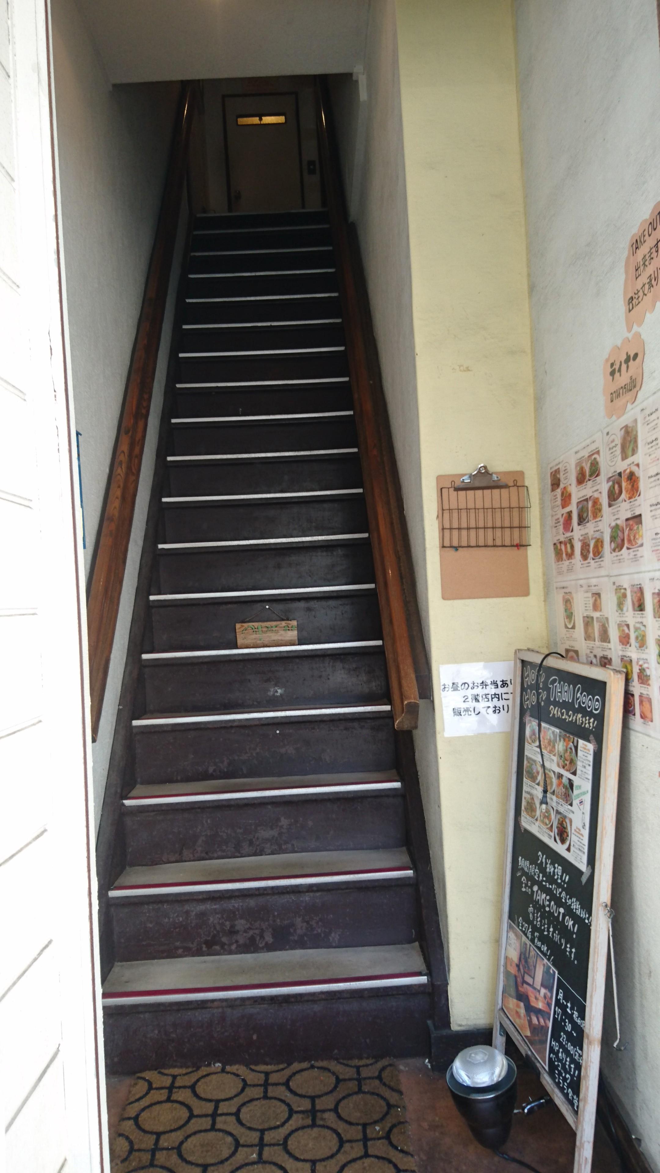 ラララ食堂階段
