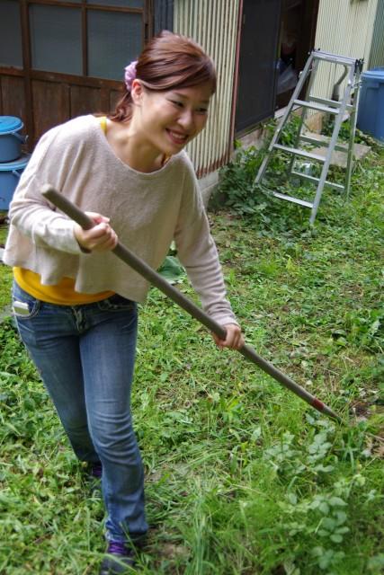 草刈り後の掃除