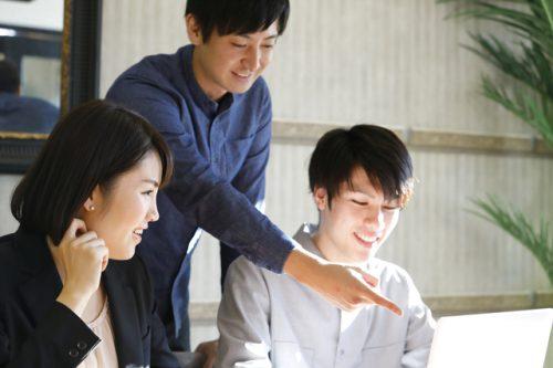 前向きな設計事務所で働く人のイメージ