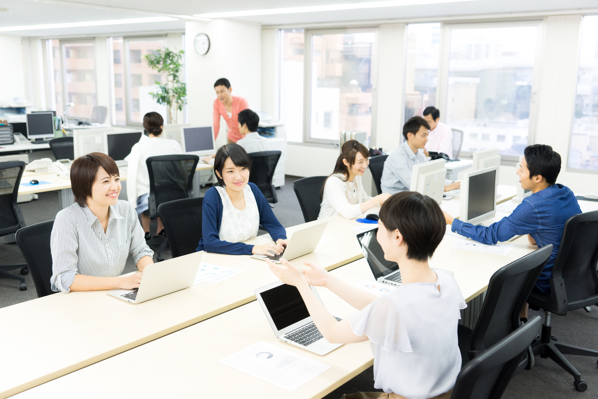 同じ社内でも色々な立場の人がいるのが大手企業