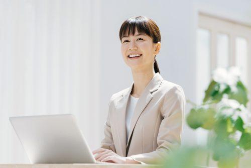 PM/CM業務に就いている女性